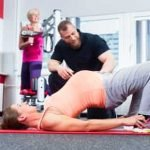 Pregnant woman working with Chiropractor Naa